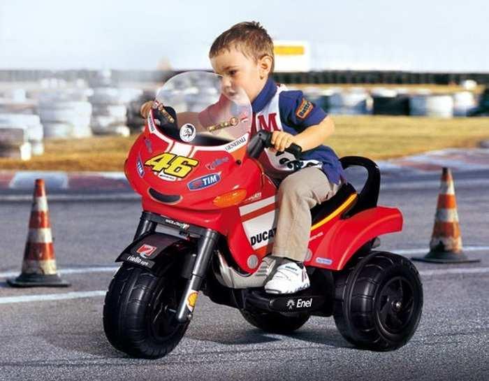 Детский мотоцикл для детей Peg Perego Desmosedici Valentino Rossi iged 1048