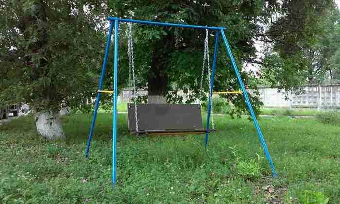 Садовые качели двухместные на цепях Городок